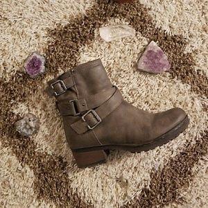 White Mountain Women's Ankle Boots